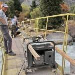 Благодаря добрым людям и нашему доброму, старому генератору  она вернулась на мост.