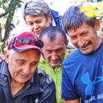 Вот здесь то и пригодился опыт и выучка альпинистов - спасателей. Под руководством Димитрия Грекова спасотряд начал срочный спуск пострадавшей.